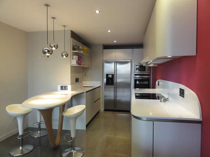Rudy s blog over italiaanse design keukens e d amerikaanse koelkasten en benodigde ruimte for Kleine amerikaanse keuken met bar