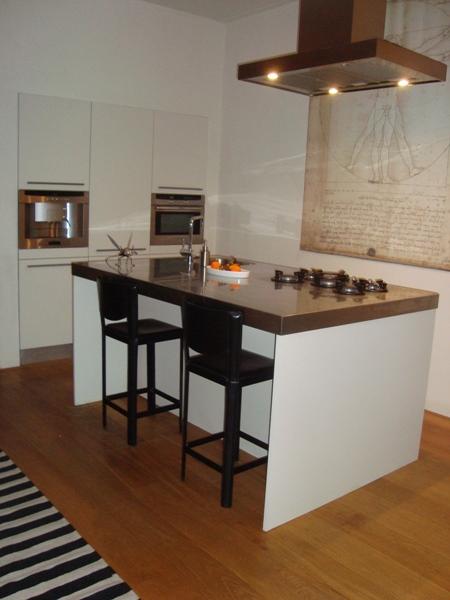 Witte Keuken Houten Vloer : witte keuken (bovenste etage) is op een eiken houten vloer