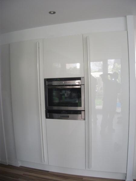 Hoge Kastenwand Keuken : De hoge kastenwand van deze Snaidero keuken is in wit hoogglans lak