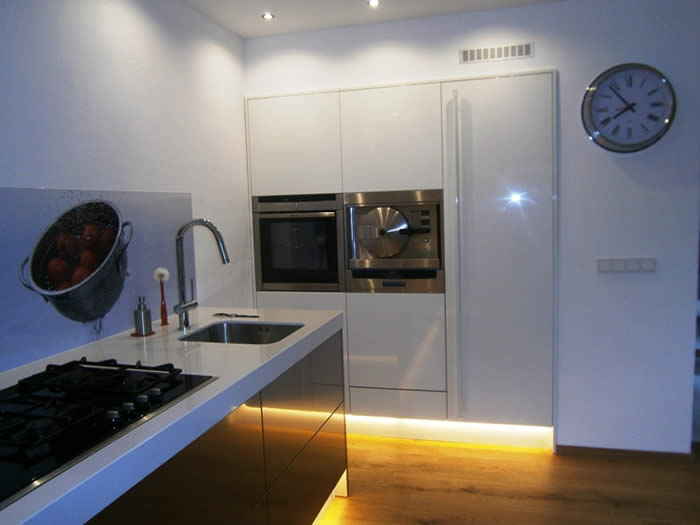Hoge Kastenwand Keuken : keuken geworden met een hoge kastenwand in wit hoogglans. De keuken