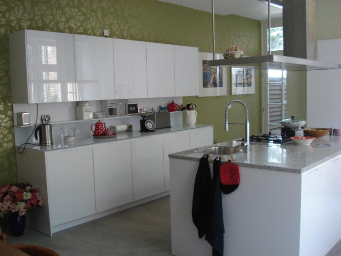 Kleur Keuken: Muur kleur taupe anortiz for. Witte keuken taupe muur ...