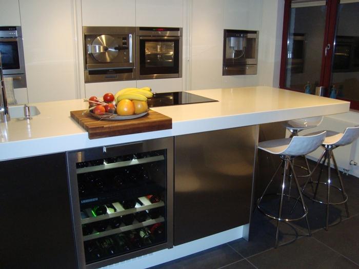 Tegelvloer Onder Keuken : Project 521, een snaidero Italiaanse designkeuken geplaatst in Zeeland