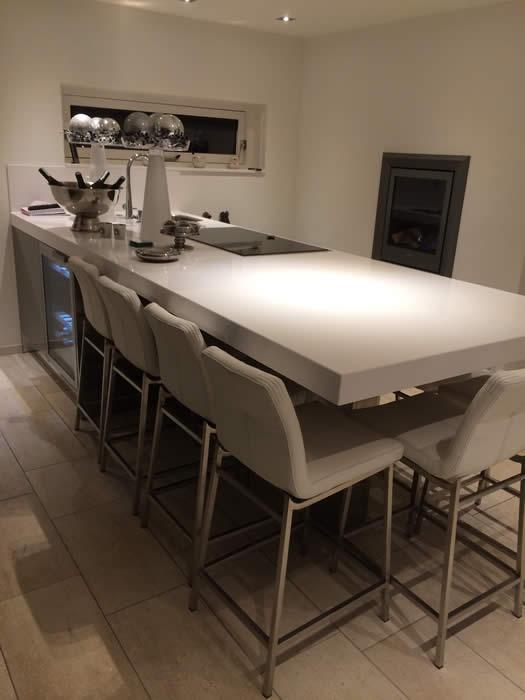 Keuken Met Bar Eiland : Het eiland van deze Italiaanse design keuken staat met 1 kant tegen de