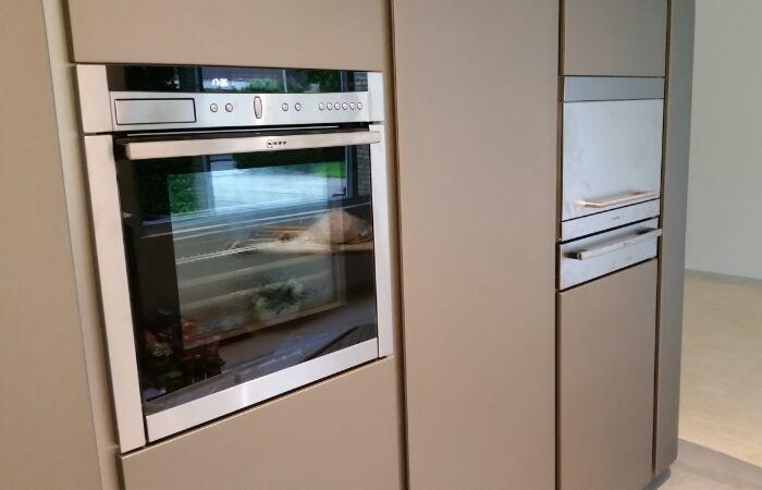 Corian Achterwand Keuken : Deze Snaidero keuken heeft links een Neff VarioSteam oven en rechts