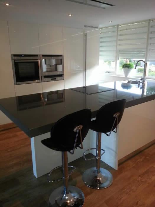 Oude Keuken Ophalen : De nieuwe keuken komt binnen bij de Snaidero keukenshowroom in