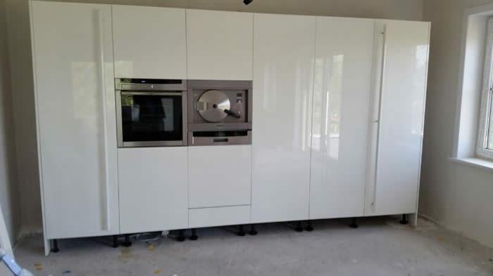 Hoge Kastenwand Keuken : De hoge kastenwand van de keuken is ge?nstalleerd. Zodra de vloer van