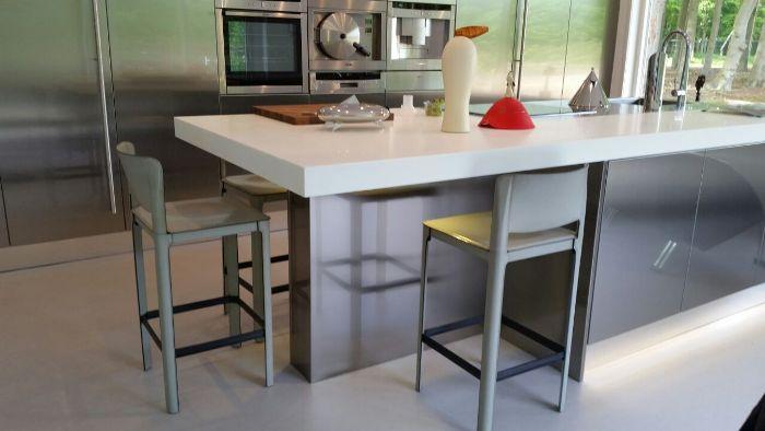 Keuken Aanrecht Corian : Corian uitgevoerd, het kook-/spoeldeel is bij deze keuken echter in