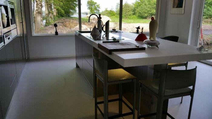 Keuken Aanrecht Corian : Op het eiland van deze keuken hebben we ook de schuifbare snijplank