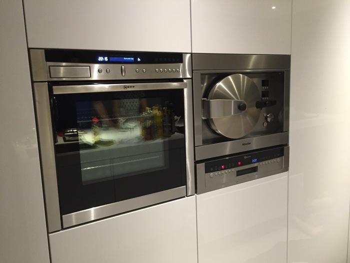Keuken Aanrecht Corian : Deze Snaidero keuken is geleverd met een wit Corian werkblad van 8cm