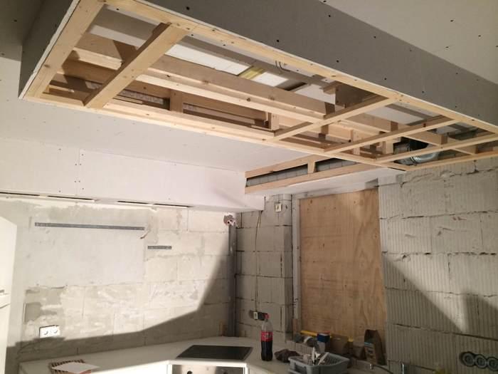 Verlaagde Plafond Keuken : Het verlaagde plafond in de keuken wordt van te voren door klant zelf