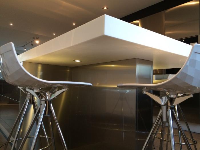 Tegelvloer Onder Keuken : als in de showroom hebben we onder het Corian werkblad van de keuken