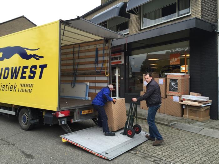 Corian Achterwand Keuken : De Snaidero keuken wordt door de vervoerder opgehaald in ons magazijn.