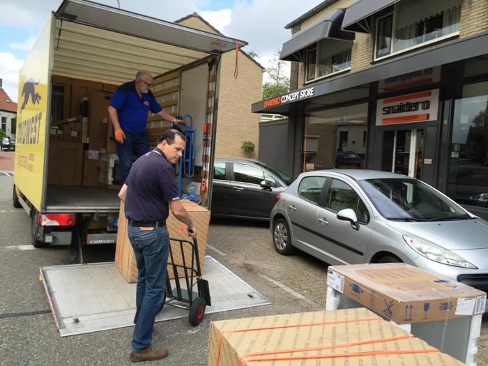 De nieuwe Snaidero keuken gaat op transport naar de klant.