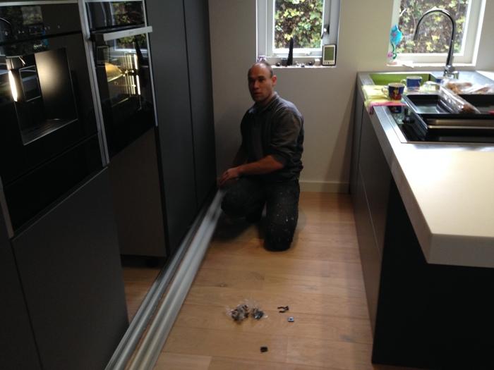 De Neff vaatwasser wordt bij deze keuken gemonteerd onder de FullSteam oven.