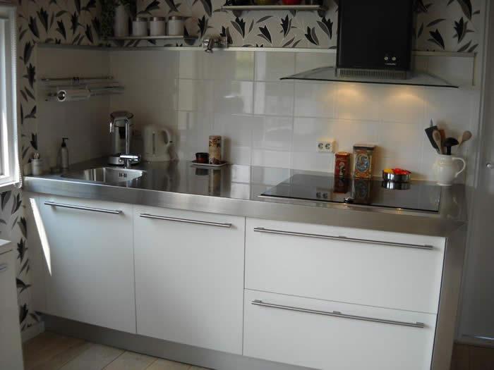 Compacte Design Keuken : Door middel van het plaatsen van een compacte spoelbak beschikt deze