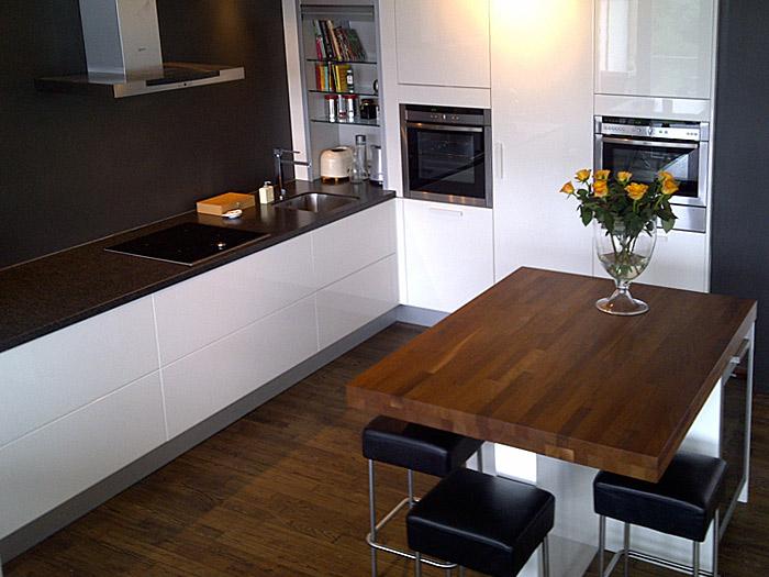 Keuken Aanrecht Plaatsen : keuken is voorzien van extra diepe lades, dit kan omdat het aanrecht