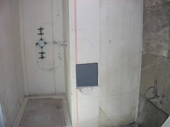 Badkamer Naast Keuken ~ De nieuwe keuken wordt afgeplakt zodat het spuitwerk gedaan kan worden