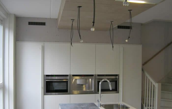 Hoge Kastenwand Keuken : In de hoge kastenwand zijn de Neff inbouwapparaten ingebouwd. De