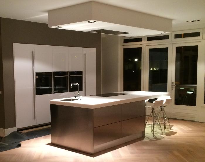 Plafond Afzuigkap Keuken : Verlaagd plafond boven kookeiland