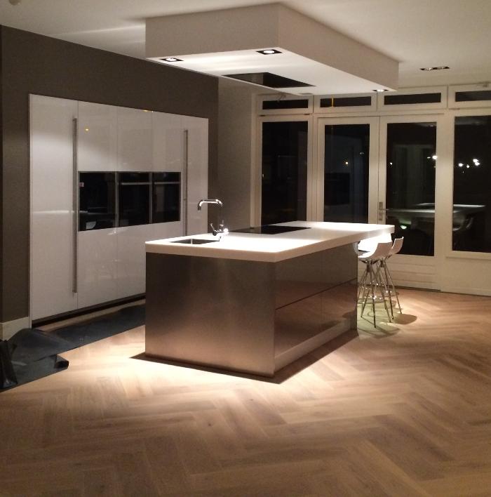 Keukens Op Houten Vloer : Snaidero keuken gemonteerd in Eindhoven