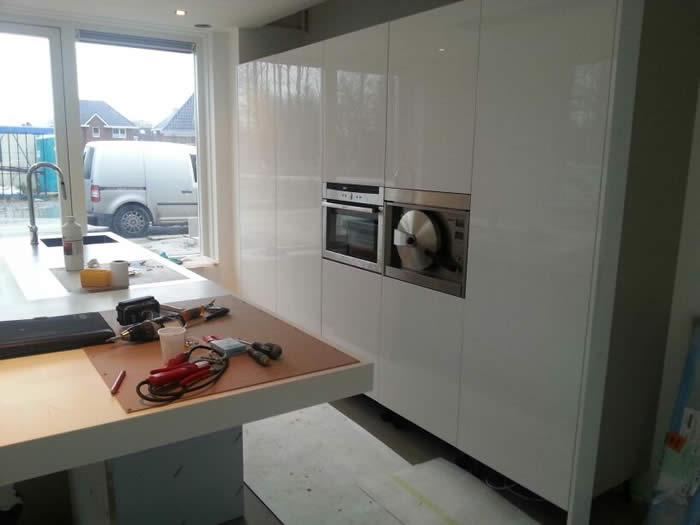 Witte Keuken Betonvloer : Witte keuken met betonnen blad