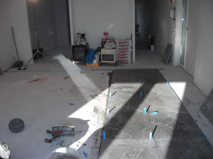 Vloertegels Keuken Leggen : Naast de Snaidero keuken hebben we bij dit project ook de vloertegels