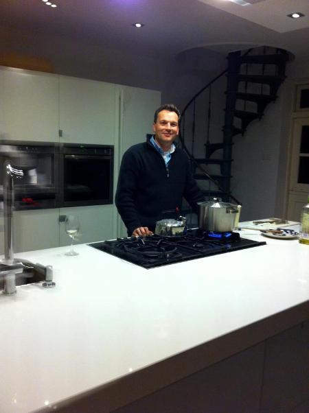 Er kan gekookt worden in de nieuwe keuken.