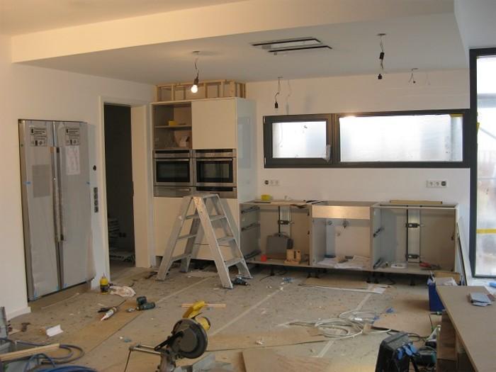 Kook Design Keukens : Boven de hoge kasten van de keuken wordt een ...