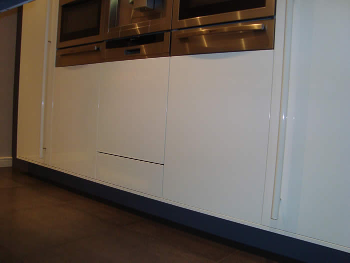 Vaatwasser Voor Zwevende Keuken : zijn de kasten van deze keuken optisch gaan zweven. Is wel heel mooi