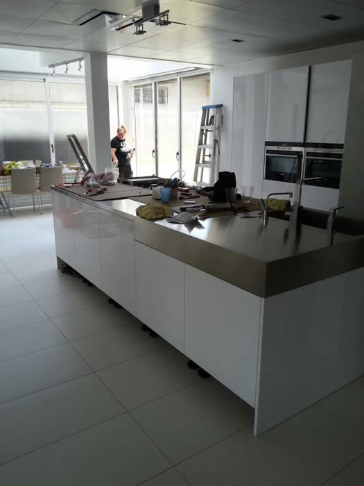 Keuken Design Suriname : De kookplaten zijn nu ook gemonteerd. Op zich verkopen we geen Boretti