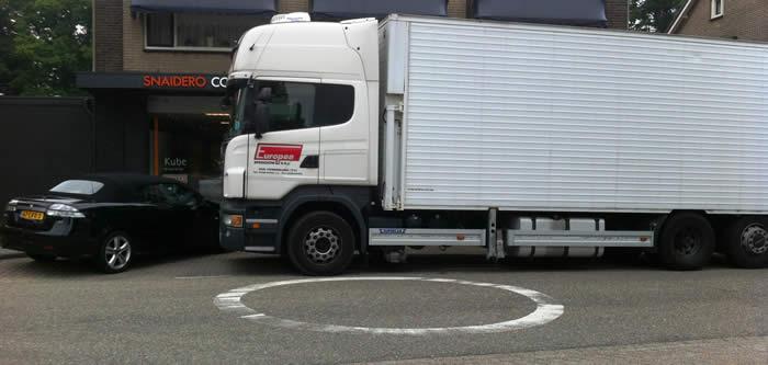 De keuken wordt bezorgd door de transporteur uit Italië.