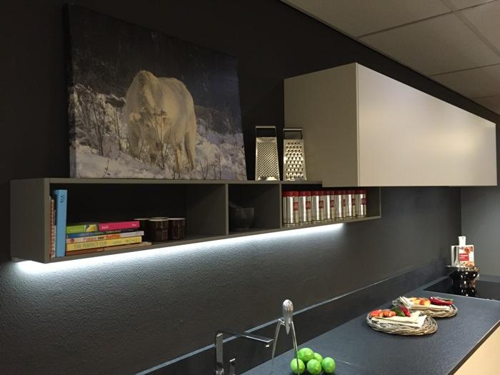 Dovy Keukens Kortingen : Design Keukens Opruiming Witte greeploze keuken met grijs