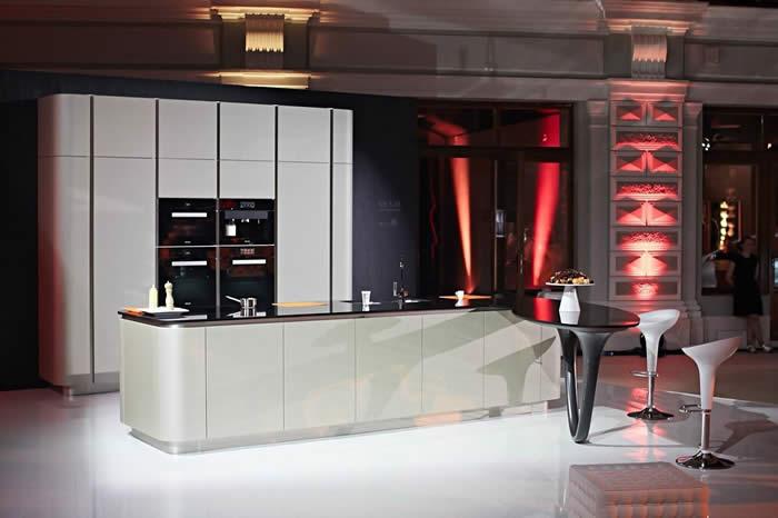 Zelf Keuken Maken Kosten : Design Keukens e.d.: Presentatie nieuwe Snaidero Ola keuken in Moskou