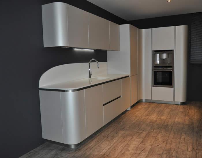 Italiaanse design keuken snaidero te barendrecht projekt 566 - Witte keuken voorzien van gelakt ...
