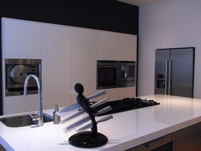 Keuken Met Amerikaanse Koelkast : De Amerikaanse koelkast is ingebouwd in een nis, zo komt deze wat meer