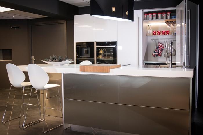 Rudy s blog over italiaanse design keukens e d plafondafzuigkappen vs downdraft - Tape geleid keuken ...