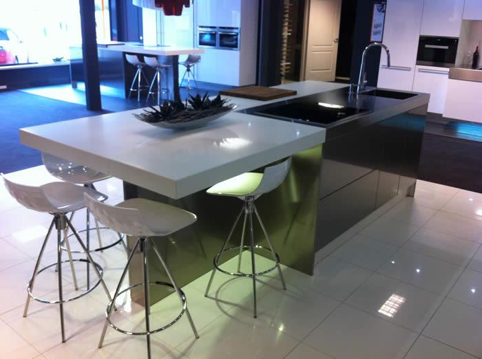 Rudy s blog over italiaanse design keukens e d keuken eiland in roestvrijstaal - Eiland in de kleine keuken ...