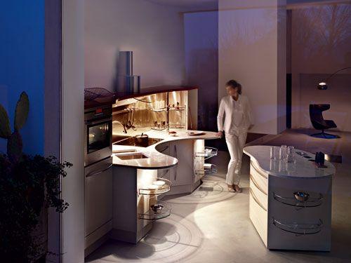 Snaidero kitchen Skyline in white. Italian kitchen design by Roberto Lucci & Paolo Orlandini.