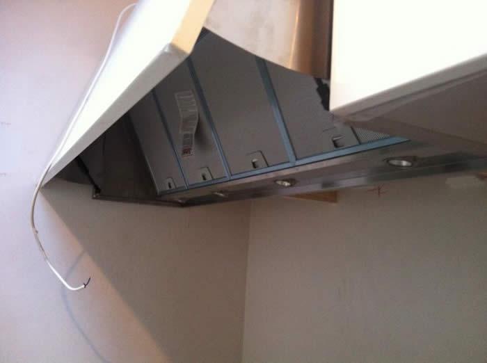 Keuken Afzuigkap Recirculatie : De Snaidero (recirculatie) afzuigkap is in de wandkast ingebouwd.