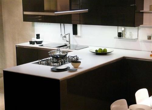 ... Keukens e.d.: Italiaanse design keukens met corian aanrechtbladen