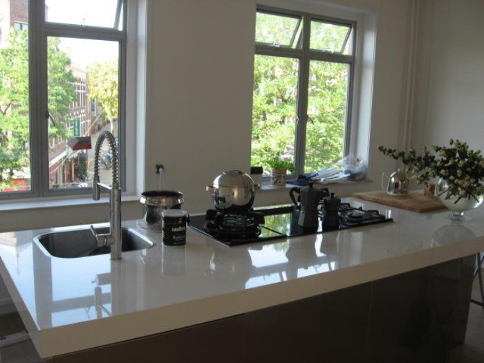 Witte Keuken Met Wit Aanrechtblad : Het witte aanrechtblad voor het ...