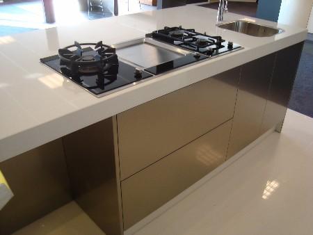 Snaidero italiaanse design kooktafel eiland bij de snaidero concept store in tecnica inox - Keuken uitgerust m ...