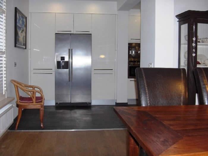 Witte Vloertegels Keuken : De onderkasten van deze Snaidero keuken ...