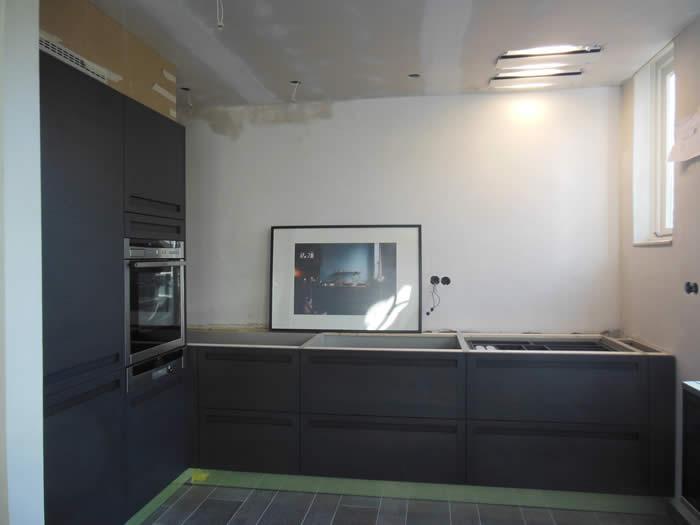Keuken Afzuigkap In Plafond : keuken geplaatst en de afzuigkap ge?ntegreerd in het nieuwe plafond
