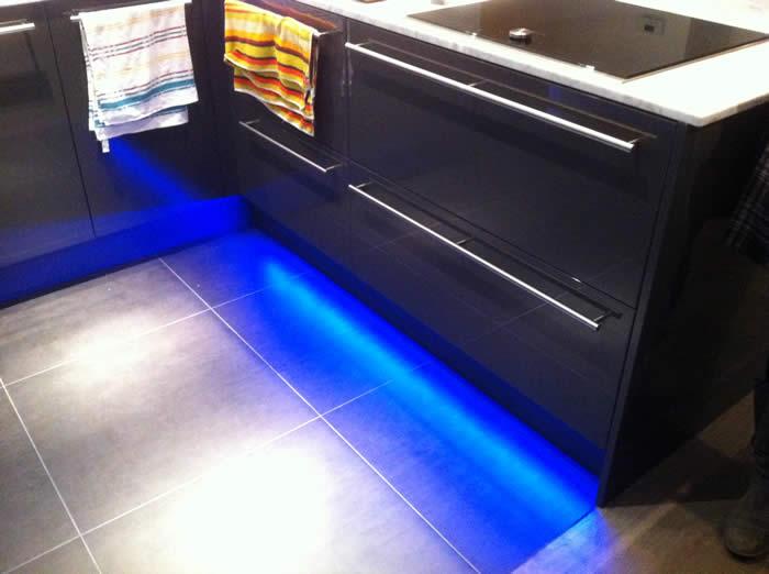 Keuken Plint Clips : bij de keuken plint is led verlichting gemonteerd de keuken bij deze
